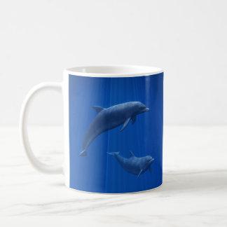 Tasse de couples de dauphin