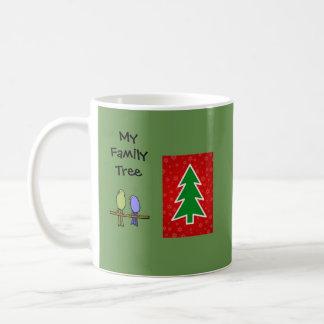 Tasse de famille d'oiseau d'arbre de Noël