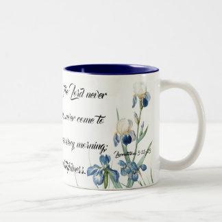 Tasse de la pitié d'iris des dieux bleus de jardin