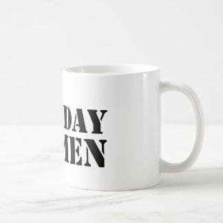 Tasse de logo d'hommes de lundi