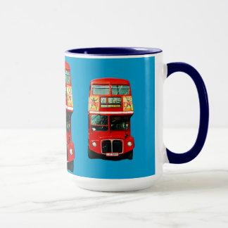 Tasse de Londres avec des autobus