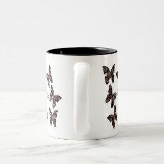Tasse de papillon à ailes par café