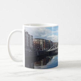 Tasse de paysage de pont de Dublin