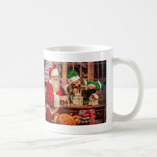 Tasse de Père Noël avec l'elfe et le chant