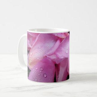 Tasse de pétales de rose