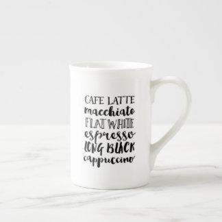 Tasse de porcelaine tendre d'amende de typographie