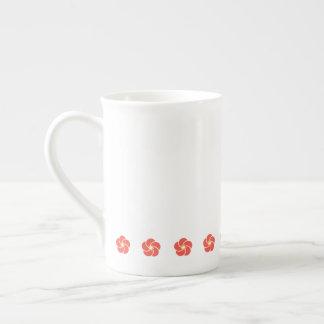 Tasse de porcelaine tendre de fleur d'abricot
