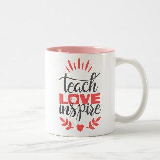 Tasse de professeur - enseignez l'amour inspirent