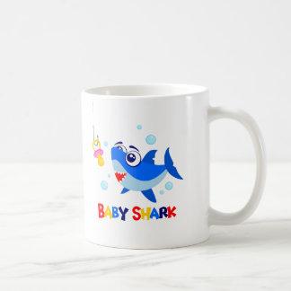 Tasse de requin de bébé