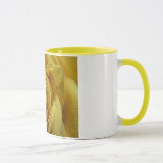 Tasse de rose jaune
