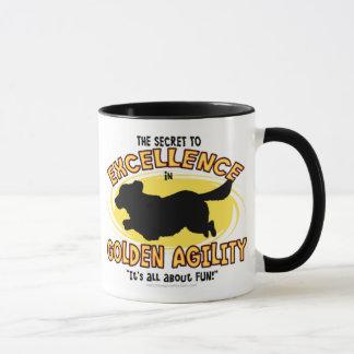 Tasse de secret de golden retriever d'agilité