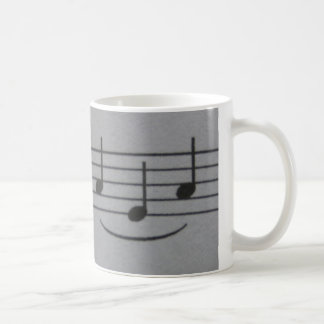 Tasse de sourire de notes musicales