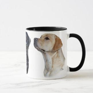 Tasse de trois chiens d'arrêt de Labrador