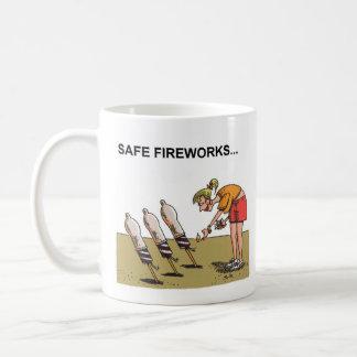 Tasse droite de bande dessinée de feux d'artifice
