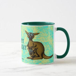 Tasse drôle de joyeux anniversaire de kangourou