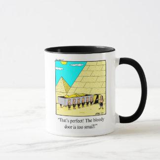 Tasse drôle d'humour de pyramides d'architecture