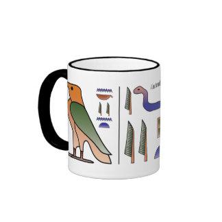 Tasse égyptienne antique de hiéroglyphes