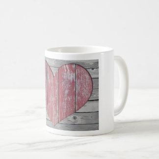 Tasse en bois rustique de coeur