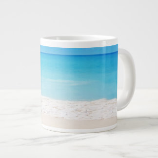 Tasse énorme apaisante de scène de plage