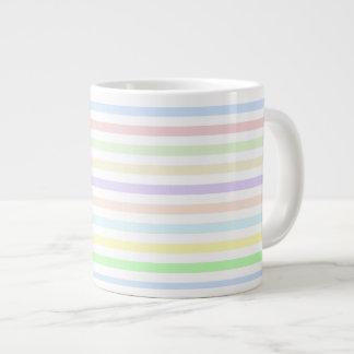 Tasse enorme en pastel multicolore de rayures