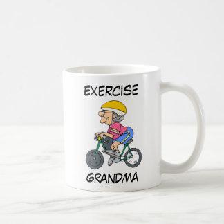 Tasse exerçant la grand-maman