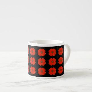 Tasse Expresso Fleurs rouges de pavot avec l'arrière - plan mat