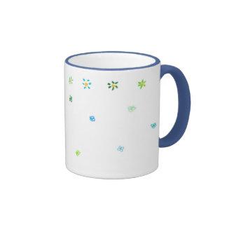 Tasse fleurie et de chasseur de sonnerie de bleu