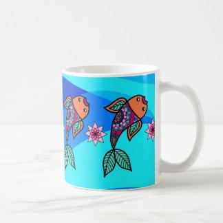 Tasse florale de motif de poissons