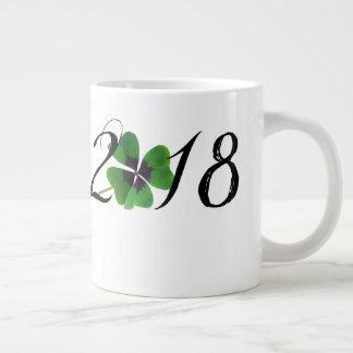Tasse Géante 2018 avec le shamrock de St Patrick