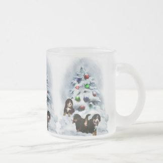 Tasse Givré Cadeaux de Noël de chien de montagne de Bernese