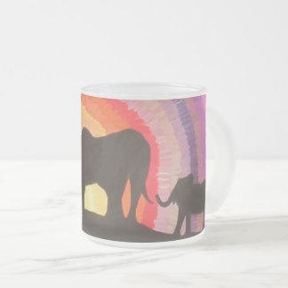 Tasse Givré Éléphants au coucher du soleil (art de Kimberly