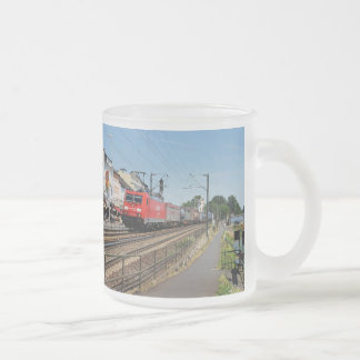Tasse Givré Train de marchandises dans la maison crue au Rhin
