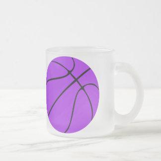 Tasse givrée par basket-ball pourpre fait sur