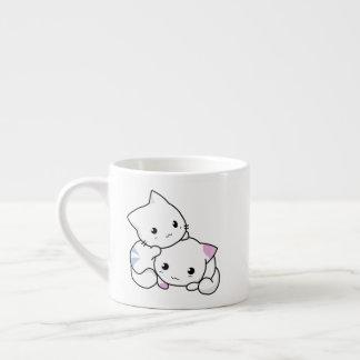 Tasse mignonne adorable de spécialité de chatons