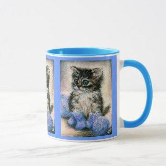 Tasse mignonne de chaton de tricot