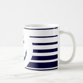 Tasse nautique d'ancre avec les rayures bleues et