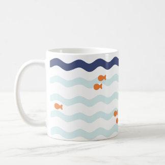Tasse nautique de vague de motif de poisson rouge