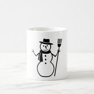Tasse noire et blanche de balai de chapeau