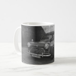 Tasse noire et blanche de voiture vintage de Mini