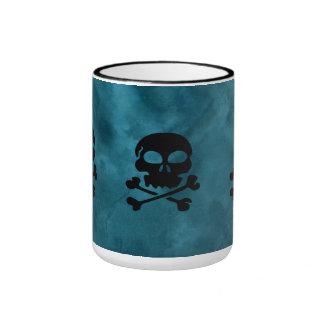 Tasse noire et bleue de sonnerie de crâne