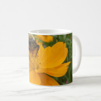 Tasse occupée d'abeille de lil
