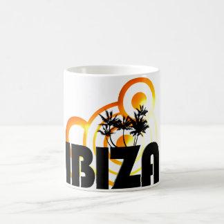 tasse ou tasse de coucher du soleil de vacances du
