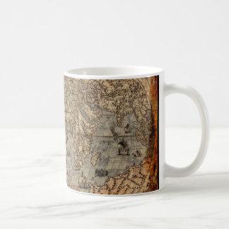 Tasse potable antique de carte de Vieux Monde