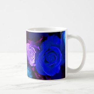 Tasse pourpre bleue des roses I - personnalisable