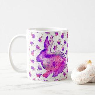 Tasse pourpre d'aquarelle de lapin