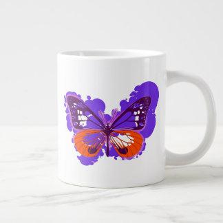 Tasse pourpre de papillon d'art de bruit