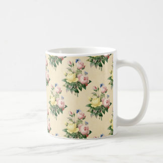 Tasse rose de motif de fleur de cru floral