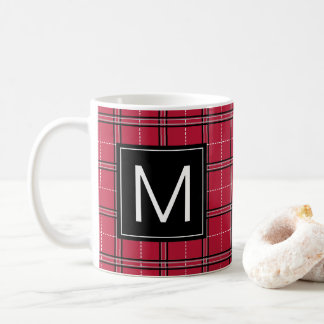 Tasse rouge de Noël de monogramme de plaid de