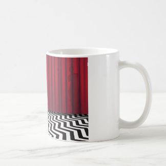 Tasse rouge de pièce de loge noire