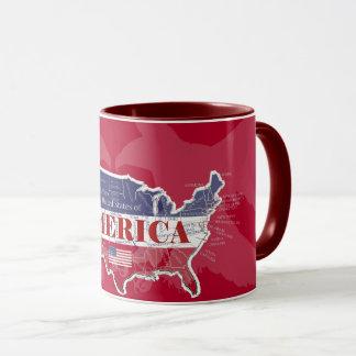 Tasse rouge d'Eagle chauve de couleurs des états